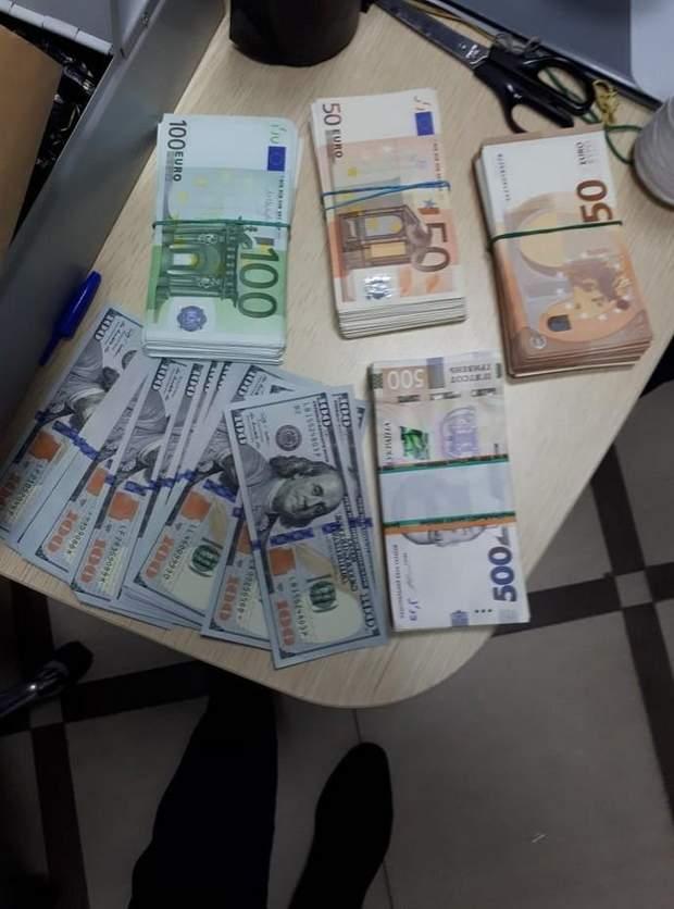 СБУ Вишинський гроші зброя журналісти