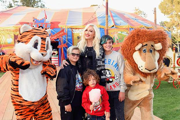 Гвен Стефані із синами на показі Moscino