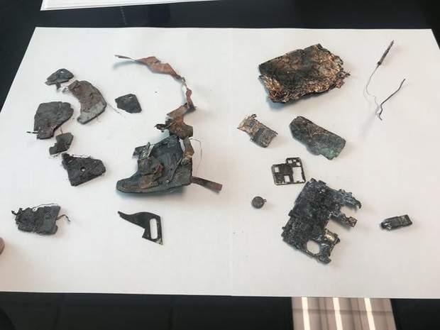 Смартфон Samsung загорівся та спалив машину