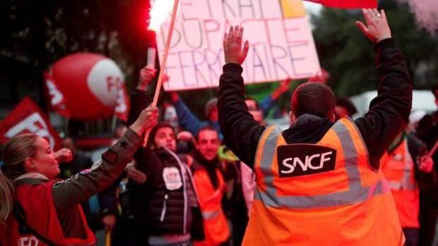 Масові страйки у Франції через суперечливі реформи Макрона