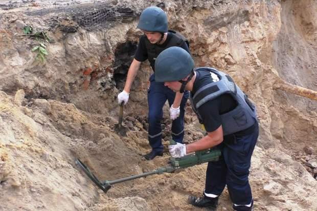 Працівники ДСНС виявили та знищили 33 мінометні міни часів Другої світової