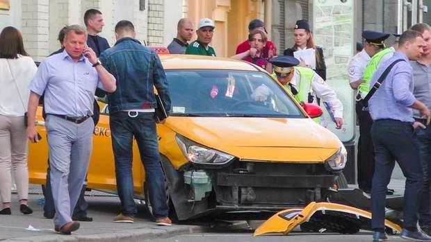 У Москві під час ЧС-2018 таксі  в'їхала у натовп вболівальників