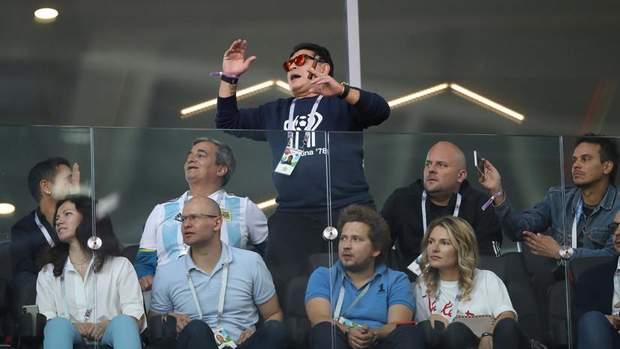 Дієго Марадона на трибуні