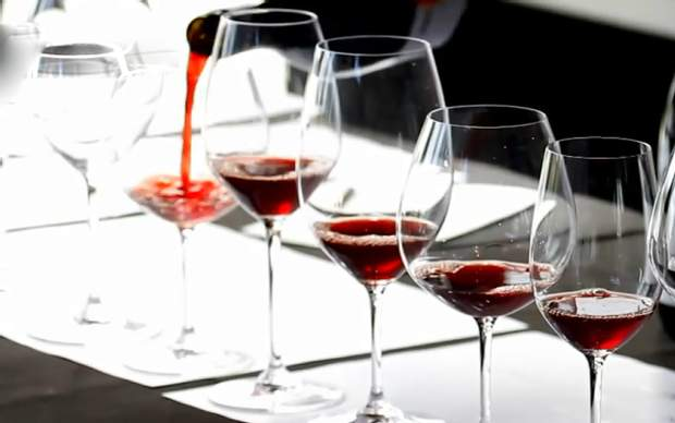 Різні форми келихів для вина