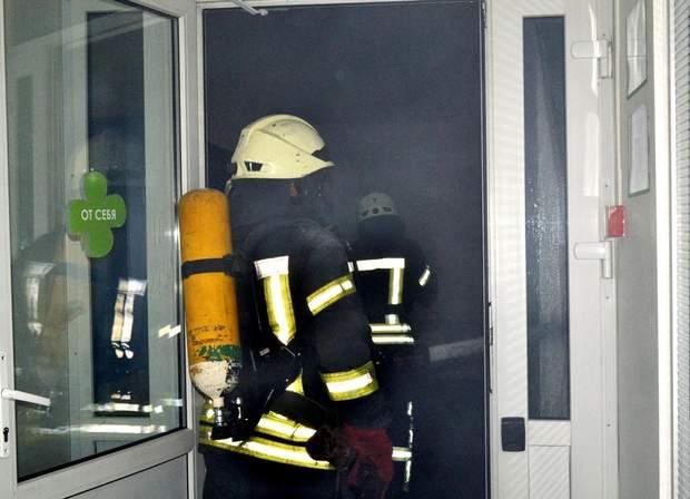Рятувальники гасили вогонь у житловому будинку в Одесі