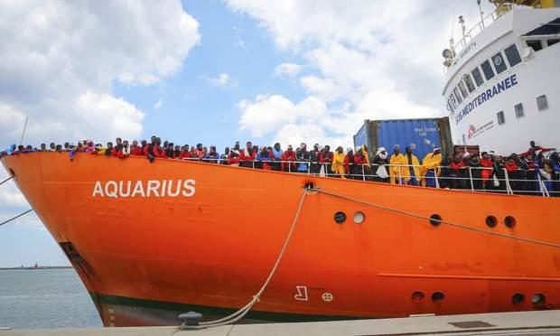 Судно Aquarius із африканськими біженцями на борту