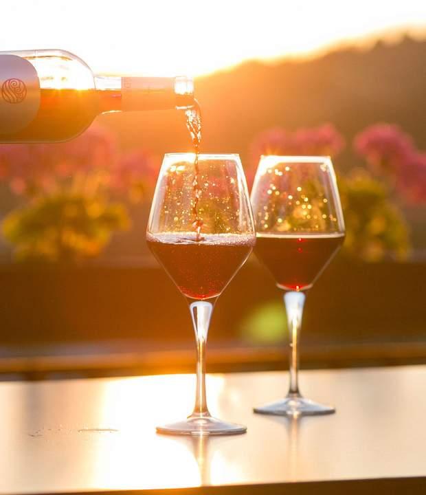 Як подавати вино