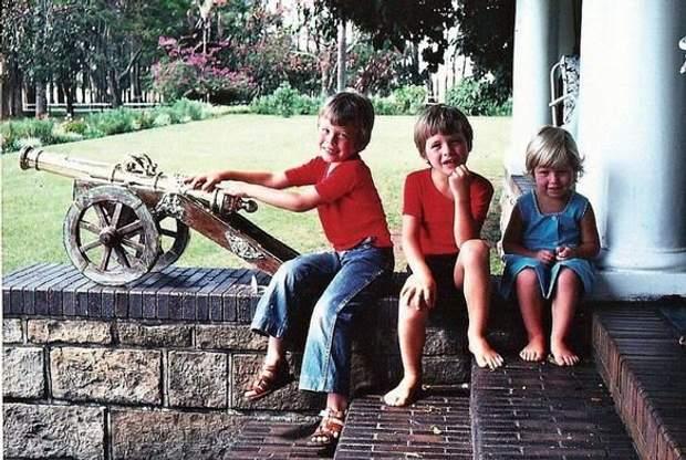 Ілон Маск із своїм братом Кімбалом та сестрою Тоскою