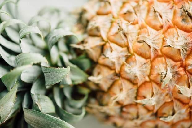 Одна чашка ананасу містить 16 г цукру