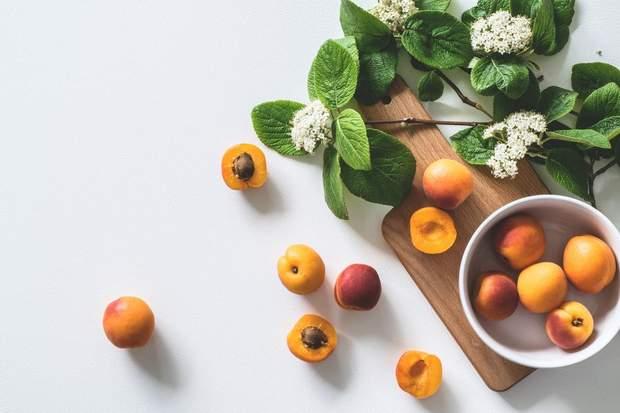 Один персик містить 13 г цукру