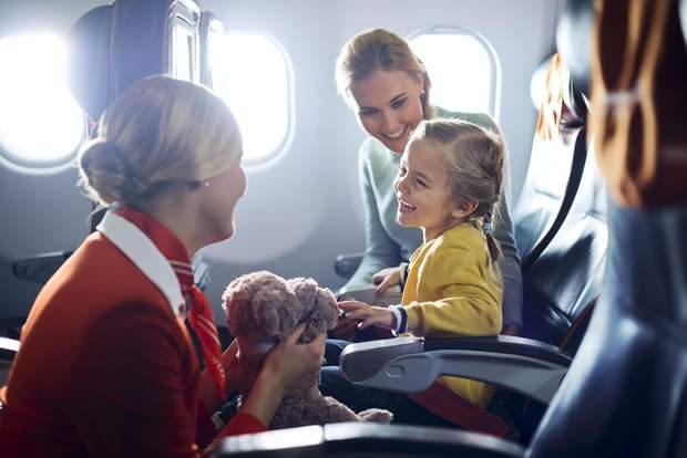 Купуйте місця біля перегородки, якщо ви подорожуєте з дитиною