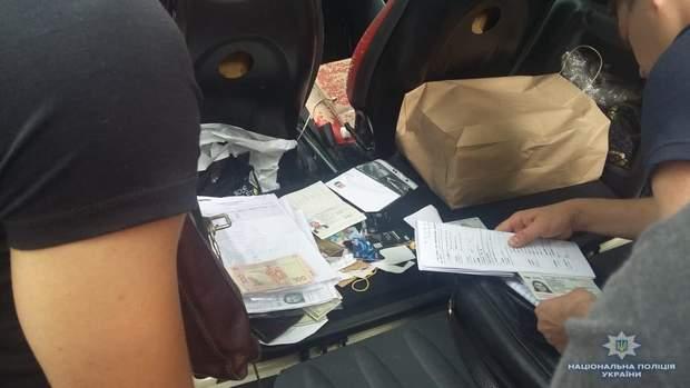Документи, які знайшли у сутенерів