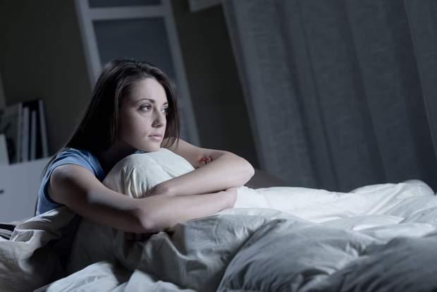 Проблеми зі сном свідчать про ранній клімакс