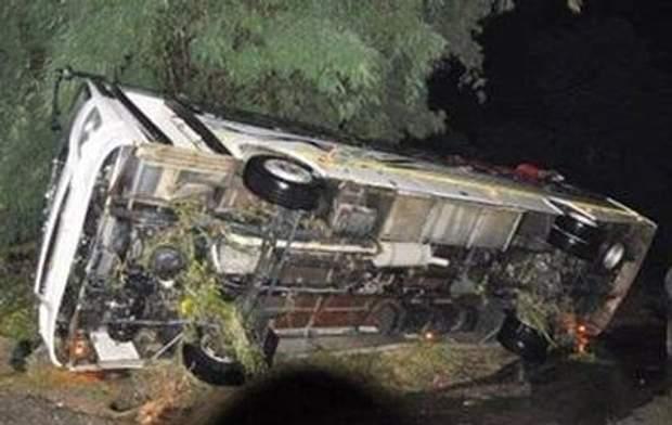 В Індії автобус впав в ущелину