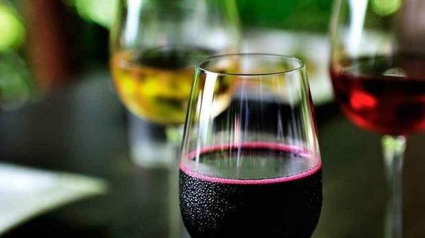 Помірна кількість вина позитивно впливає на фертильність у чоловіків