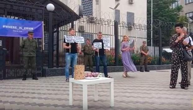 Під посольством РФ в Києві пройшла акція щодо справи викрадення кримчан