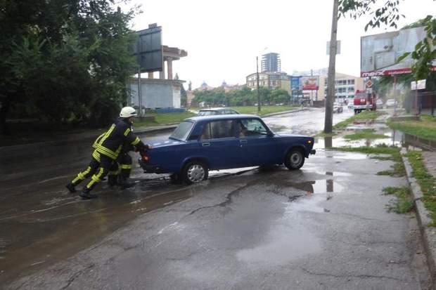 Рятувальники надали допомогу по буксируванню автомобілів