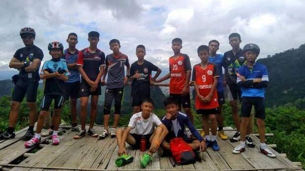 Група з 12 дітей, яких знайшли в тайській печері