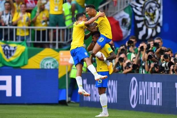 Збірна Бразилії святкує гол у ворота Мексики