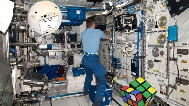 Робот CIMON допомагатиме астронавтам у космосі