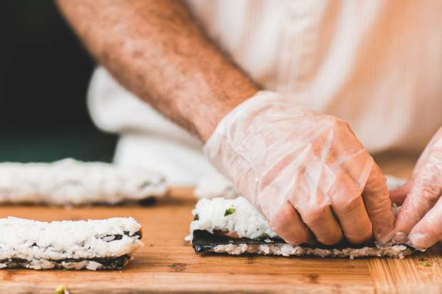 Щоб уникнути неприємних наслідків – подавайте рис одразу після приготування