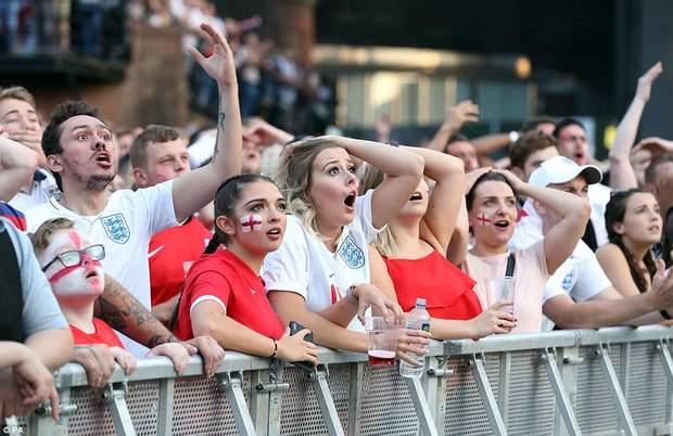 Шоковані вболівальники Англії після першого голу у ворота їх збірної