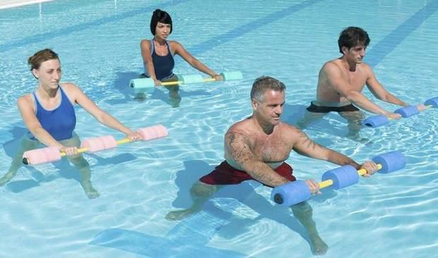 Фізичні навантаження у басейні
