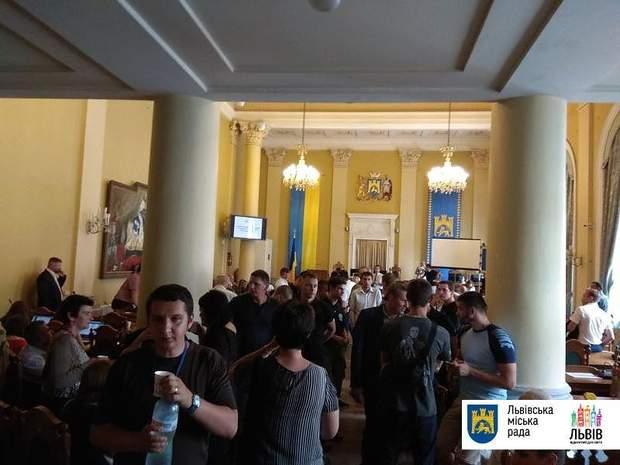 Львів міськрада штовханина