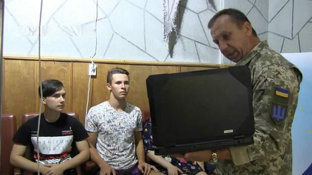 Прес-офіцер бригади ЗСУ навчає молодих журналістів