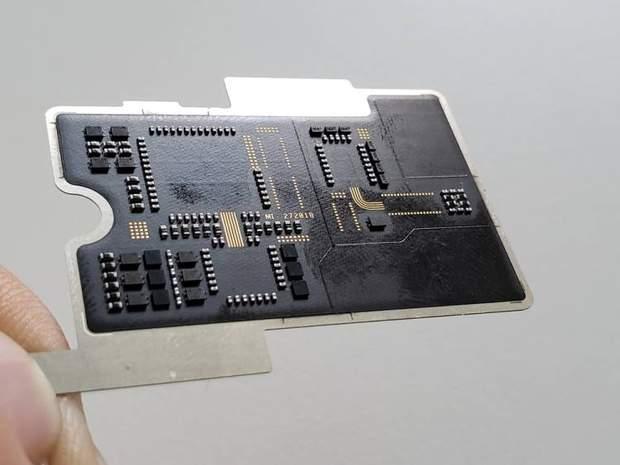 Материнська плата в Xiaomi Mi 8 Explorer Edition виявилася фейком