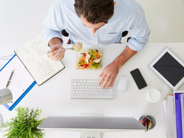 Обідати за комп'ютером – не найкраща ідея