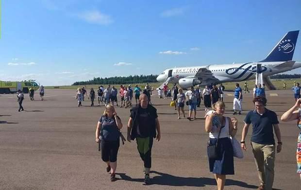 Гельсінкі літак пожежа аеропорт