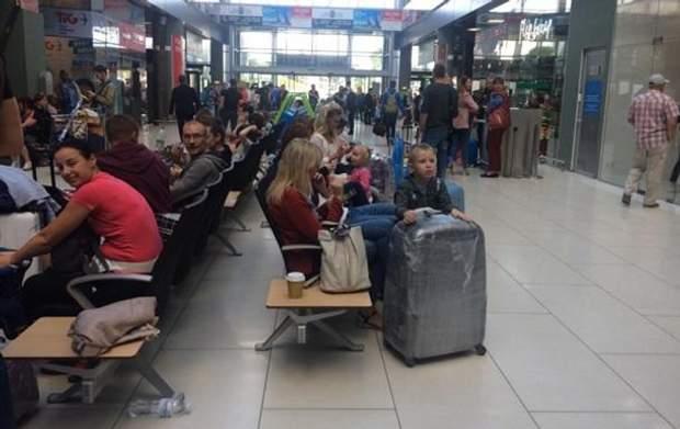Туристи часто застрягають в аеропартах