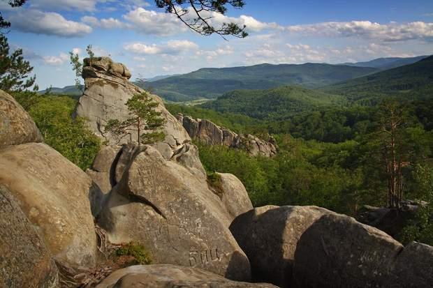 Скелі Довбуша оповиті низкою легенд