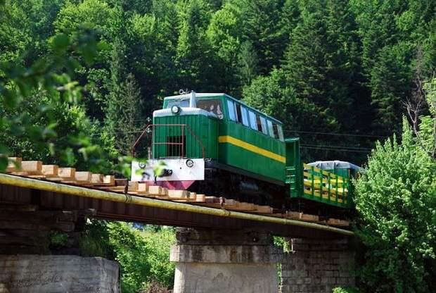 Маршрут карпатського трамвая пролягає наймальовничішими місцинами