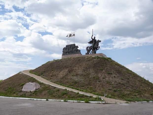 Історія, Луганськ, Культура, пам'ятки, пам'ятник князю Ігорю, Україні – 27, цікаві місця