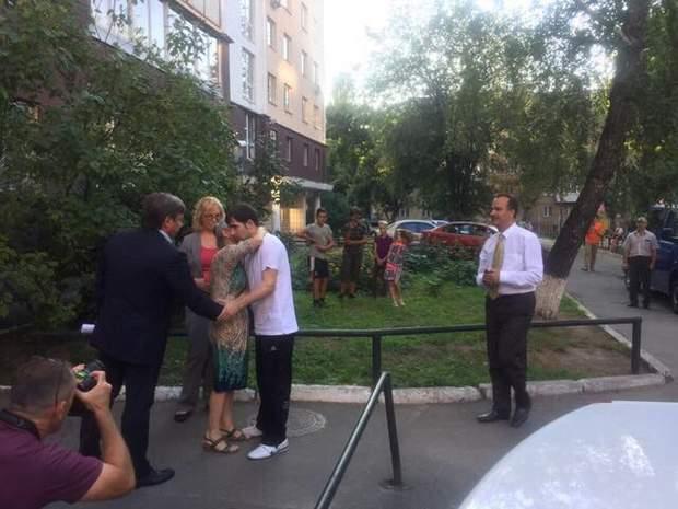 Олександр Кольченко зустрівся зі своєю мамою