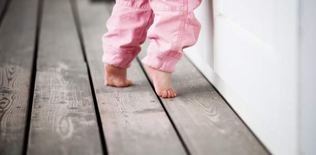 Чому дітям необхідно ходити босоніж