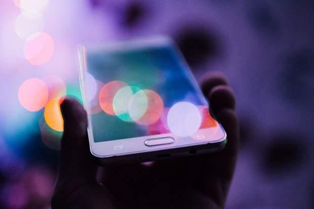 Світло від смартфона порушує режим сну