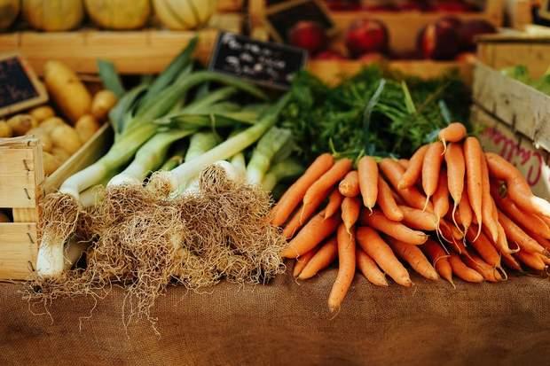 Найретельніше варто мити овочі і фрукти, зібрані з землі