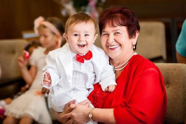 Як надмірна опіка бабусь може нашкодити внукам