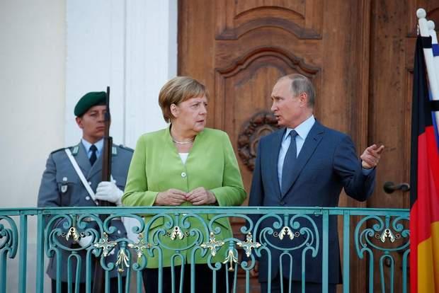 Путін не зрадив своїй традиції і запізнився на зустріч із Меркель на півгодини