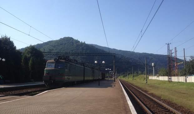 гори Карпати Сколе вокзал