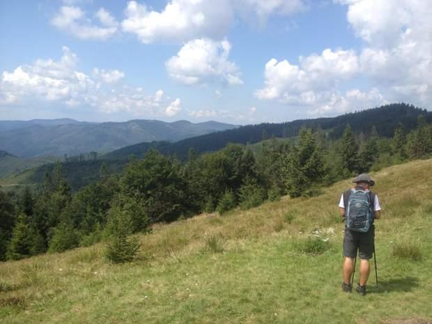 гори Карпати краєвид туристи