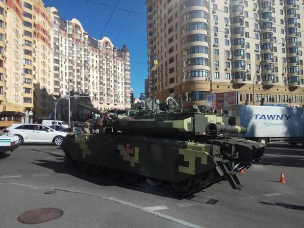 танк парад Київ