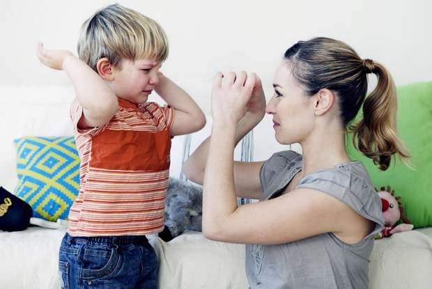 Дитина обзиває батьків