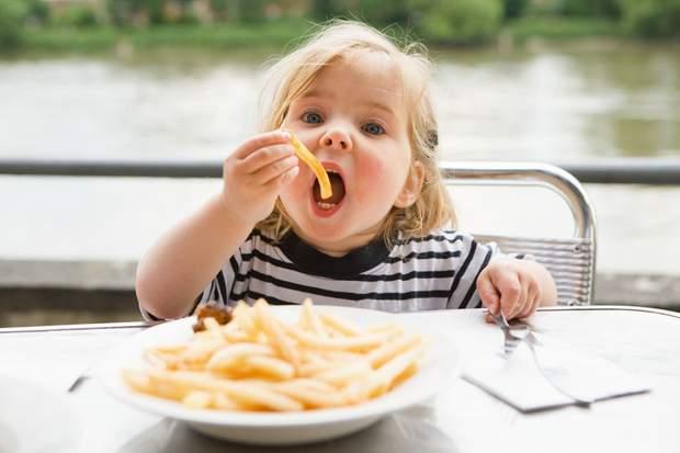 Картопля фрі шкодить маленьким дітям