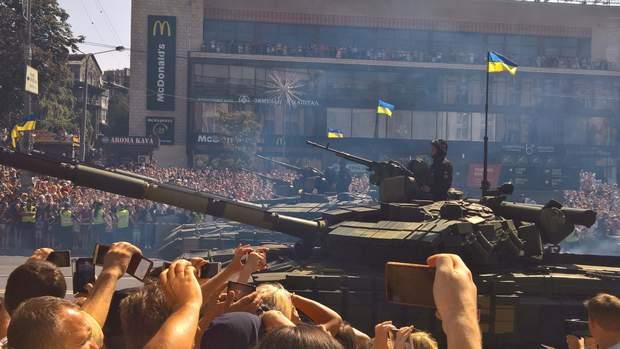 Парад День Незалежності Танк