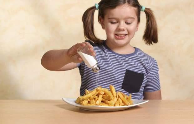 Скільки солі можна давати дитині