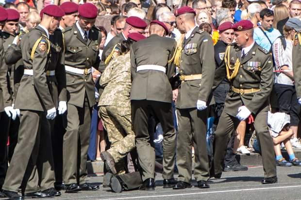 Київ, парад, День Незалежності, знепритомнів, солдат, ЗСУ, військовий